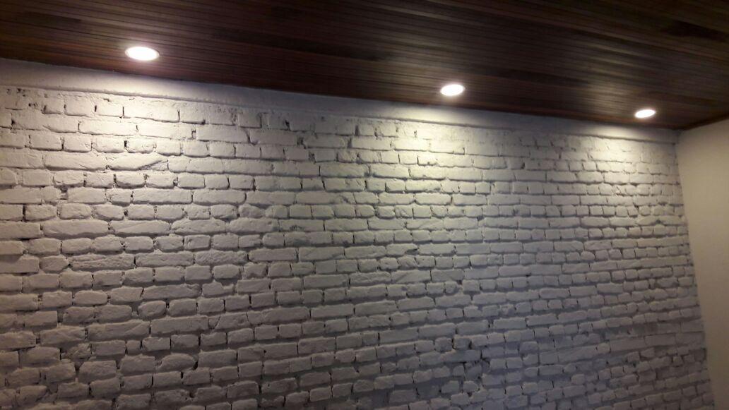 forro-de-madeira-luminarias-parede-tratada-com-acabamento-de-tinta - Parede Tratada com Acabamento de Tinta Forro de Madeira Luminarias