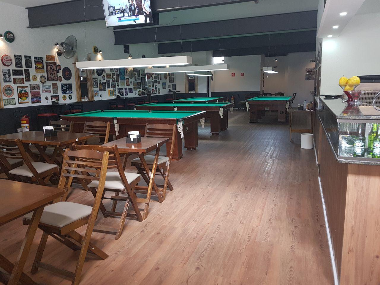SNOOKER BAR – mande o stress pro buraco!!! Situado em São Paulo, O Mundo dos Jogos pode ser considerado um dos bares que mais possui uma identidade própria. A casa conta com ambiente moderno que alia conforto, sofisticação, e um espaço perfeito para uma happy hour. Dentro do bar o clima é familiar, com um detalhe: o ambiente é muito aconchegante, ideal para sua diversão. - Snooker Bar – mande o stress pro buraco!!!
